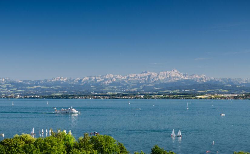 Bodensee mit Bergpanorama