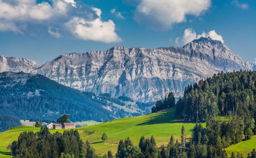 Alpsteinmassiv mit dem Säntis (2'502m)